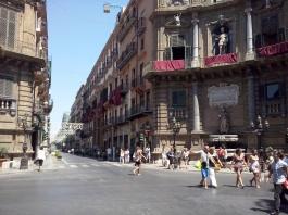 I Quattro Canti, het kruispunt dat Palermo in vieren deelt.