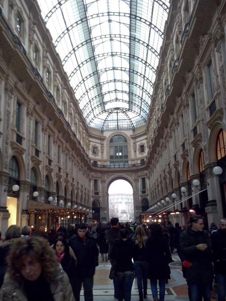 Galleria Vittorio Emanuele II, extra druk in kersttijd.