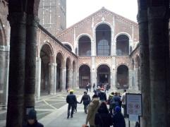 De kerk van Sint Ambrosius.