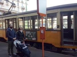Ouderwetse trammetjes tuffen door Milaan.