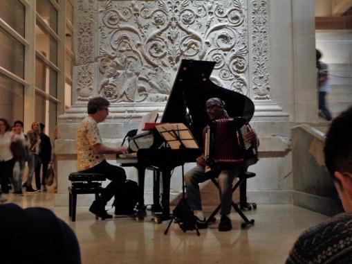 Pianist Riccardo Fassi en accordeonist Antonello Salis in actie.