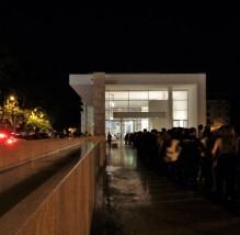 In de rij voor de Ara Pacis tijdens de Museumnacht 2016.