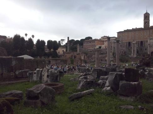 Het Forum Romanum op een druilerige dag.