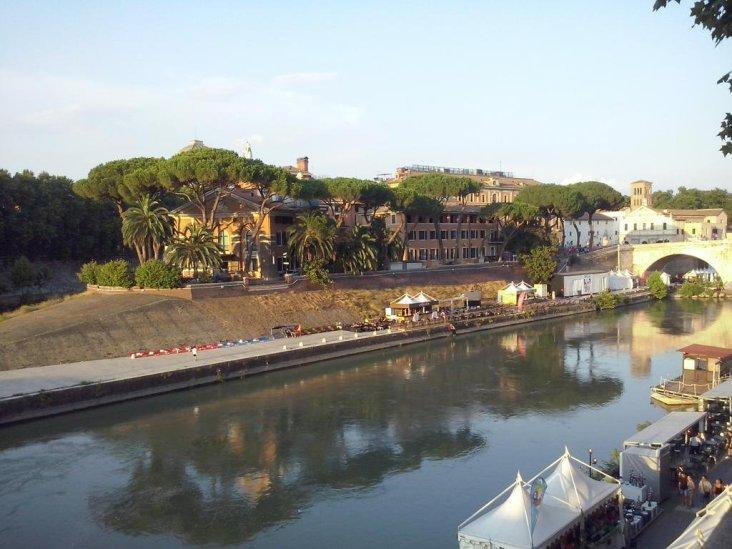 Het Fatebenefratelli-ziekenhuis op het Tiber-eiland heeft een uniek uitzicht.