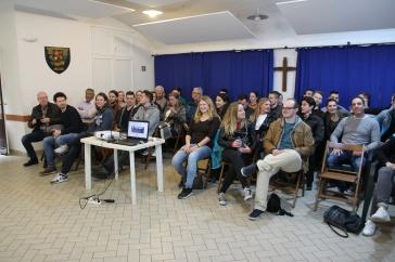 De studenten Bedrijfsmanagement MKB van de Hogeschool Tilburg luisteren naar de lezing van Tessa Vrijmoed