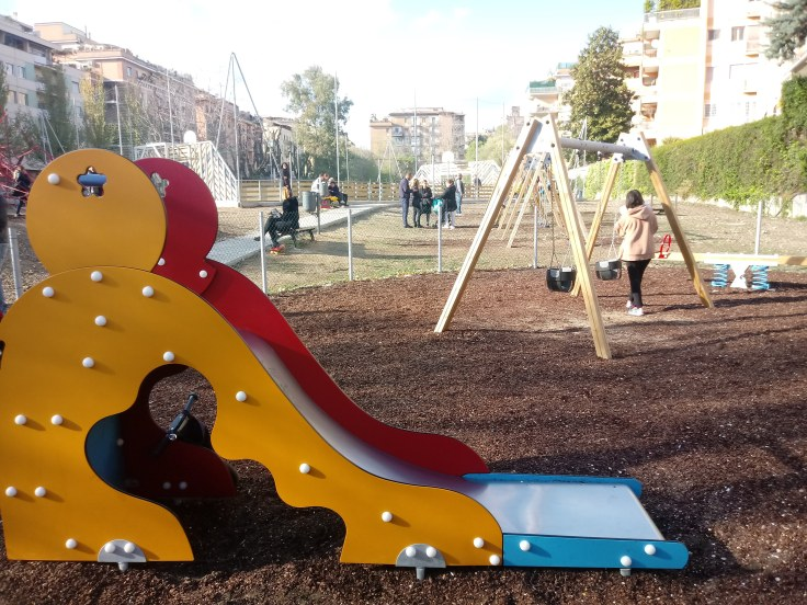 De spiksplinternieuwe speeltuin bij station Quattro Venti